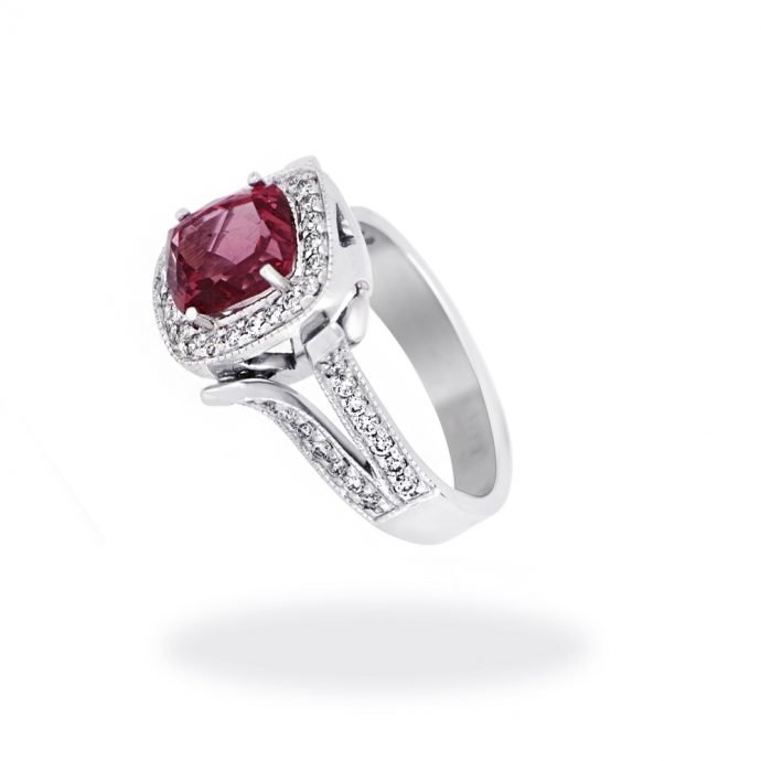 18K White Gold Ring with Red Spinel